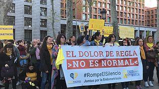 Protesta en Madrid de mujeres con endometriosis.