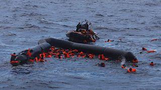 نجات پناهجویان از دریای مدیترانه