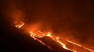 الحمم البركانية تتدفق  من بركان باكايا الثائر في غواتيمالا