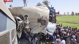 الحطام الناتج عن حادث بين قطارين في صعيد مصر