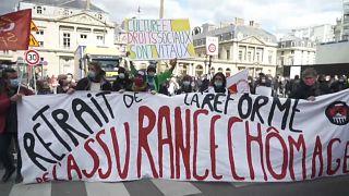 Karneváli hangulatban tüntettek az újranyitásért