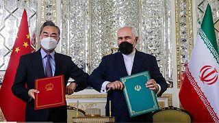 ایران و چین سند همکاری ۲۵ ساله امضاء کردند
