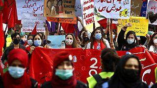 Pakistan'da Kadınlar Günü yürüyüşü