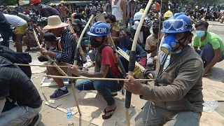 Myanmar'da darbe karşıtı gösteriler sürüyor8