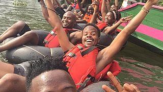 """Ouganda : le """"tubing"""" pour flotter le long du Nil dans des pneus"""