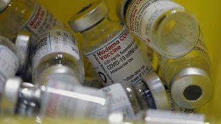 ABD yönetimi, Covid-19 aşıları üzerindeki fikri mülkiyet haklarını geçici olarak kaldırmayı değerlendiriyor.