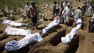 السعودية نيوز |      كورونا تنهش ما تبقى من اليمن بعد الحرب والمجاعة والفقر والمرض وهيئات إغاثية تحذر من كارثة
