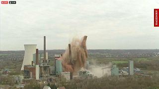 تفجيران عن بعد لتدمير محطة للطاقة تعمل بالفحم في بلدة لونن في ألمانيا بتاريخ 28.03.21