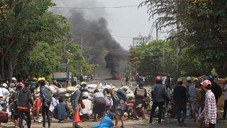 تظاهرات ضدکودتاگران یک روز پس از کشتار روز ارتش میانمار ادامه یافت