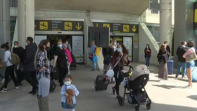 Thousands of Germans fly to Mallorca amid rising infection cases