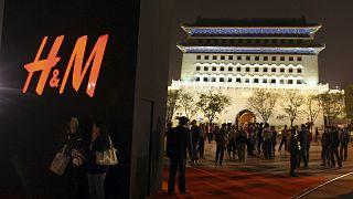 İnternet üzerindeki boykotun yanı sıra H&M'in mağazalarında da müşteri sayısının gözle görülür bir şekilde azaldığı bildirildi