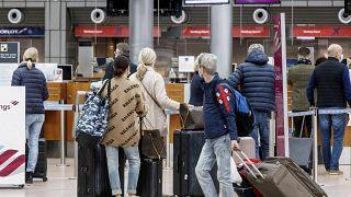 Туристы из Гамбурга ждут самолёт на Майорку