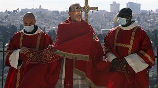 Pierbattista Pizzaballa, patriarca latino de Jerusalén, en la esplana de la Iglesia 'Dominus Flevit', 'Jesús lloró'