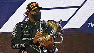 Победитель Гран-при Бахрейна Льюис Хэмилтон