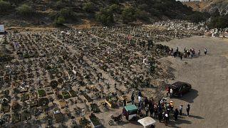 Imágenes aéreas del cementerio del Chalco en las afueras de Ciudad de México.