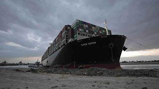 Süveyş kanalını tıkayan gemi 4 futbol sahası büyüklüğünde