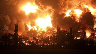 Incêndio em refinaria de petróleo na Indonésia