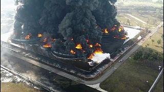 حريق هائل في مصفاة لتكرير النفط في إندونيسيا