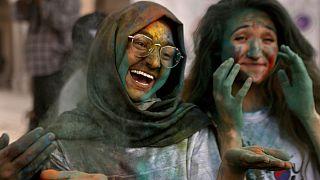 Χόλι, η ινδουιστική γιορτή των χρωμάτων στο Πακιστάν
