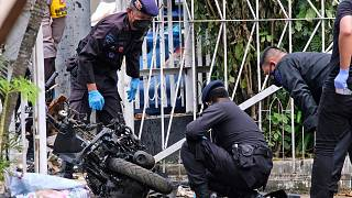 Endonezya polisi, Makassar kentindeki bir Katolik kilisesini hedef alan intihar eylemcilerinin yeni evli bir çift olduğunu bildirdi