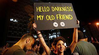 عکس آرشیوی از تجمع معترضان مقابل شرکت برق لبنان