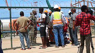 Des habitants de Palma au Mozambique fuient