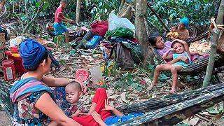 آوارگان میانماری که از بیم حملات هوایی به تایلند میگریزند