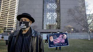 In den USA hat der Prozess um den Tod von George Floyd begonnen