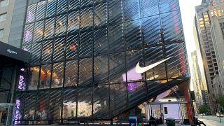 Nike açtığı davada ayakkabıların kendi izni olmadan üretildiğini ve projeyle hiç bir şekilde alakası olmadığını belirtti