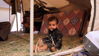 طفل يمني  في خيمة بمخيم للنازحين على مشارف مدينة مأرب الشمالية في 18  شباط / فبراير 2021