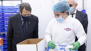 Ο Πρόεδρος της Κυπριακής Δημοκρατίας σε εργοστάσιο παραγωγής χαλλουμιού