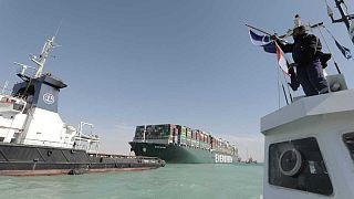 سفينة حاويات إيفر غيفن أوقفت التجارة العالمية عبر قناة السويس
