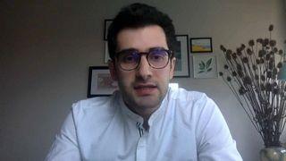 أرميناك توكماجيان، باحث غير مقيم بمركز مالكوم كير– كارنيغي للشرق الأوسط، أثناء مقابلة مع يورونيوز