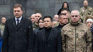 روسلان خومچاک، فرمانده کل ارتش(راست) در کنار ولودیمیر زلنسکی، رئیس جمهوری و آندری زاهورودنیوک، وزیر دفاع اوکراین