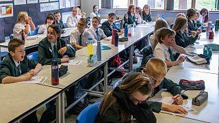نوجوانان در مدرسهای در بریتانیا