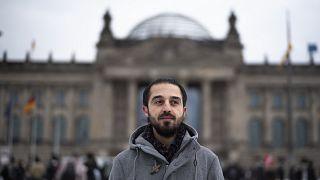 Almanya'da Yeşiller Partisinin milletvekili aday adayı olan Suriyeli sığınmacı Tarık Alaows, ırkçı tehditler nedeniyle adaylıktan çekildi