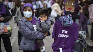 Tüntetés nők napján 2021. március 8-án a spanyolországi Barcelonában