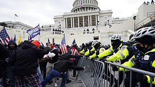 محاولة اختراق حاجز للشرطة في مبنى الكابيتول بواشنطن، 6  كانون الثاني/ يناير 2021