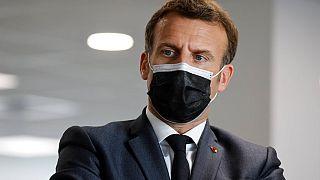 Májusig bezárják az üzleteket, az iskolákat és az óvodákat Franciaországban, jelentette be Macron