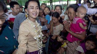 زعيمة ميانمار الديمقراطية المحتجزة داو أونغ سان سو كي