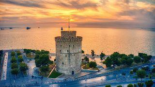 Φωτογραφίες από drone από την δύση του ηλίου, με υπέροχα χρώματα να κατακλύζουν τον Λευκό Πύργο και την παραλία της Θεσσαλονίκης