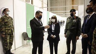 Η Πρόεδρος της Ελλάδας, Κατ. Σακελλαροπούλου  επισκέπτεται το νέο εμβολιαστικό κέντρο για Covid-19 στο Ελληνικό