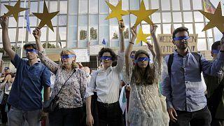 Protesta di fronte all'ambasciata tedesca di Sofia, Bulgaria, il 12 agosto 2020