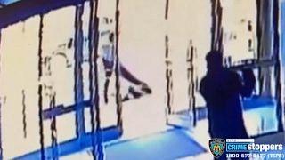 Imagen del vídeo de la agresión contra la mujer asiática