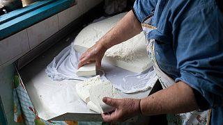 Kıbrıs'a özgü hellim peyniri