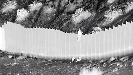 Smugglers drop children over US border barrier