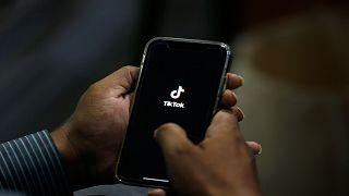 """باكستان ترفع الحظر المفروض على تطبيق """"تيك توك"""" .. لهذه الأسباب"""