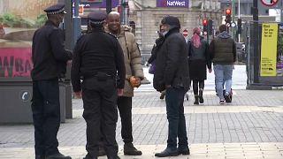 Полицейские и чернокожие жители Лондона, 2020 г.
