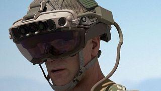 عینک واقعیت افزوده محصول شرکت مایکروسافت