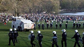 Festival için toplanan kalabalığa polis müdahalesi